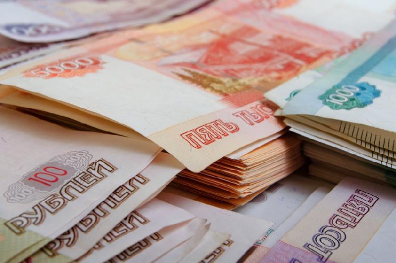 Сотрудникам смоленского бассейна «Дельфин» задолжали более 1,4 млн. рублей