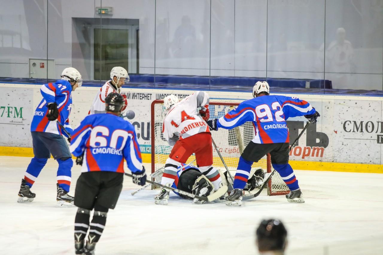 Смоленский хоккей. Сыграны первые матчи в новом году