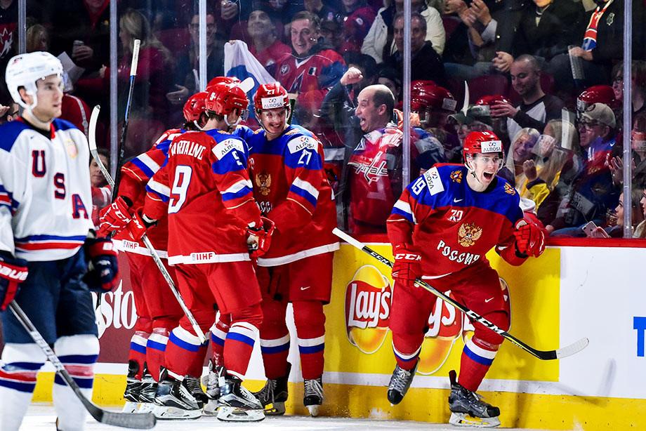 Канадский хоккеист пробежал 30 метров ради драки с россиянином