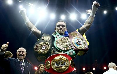 Украинец Усик признан лучшим боксером года по версии WBC