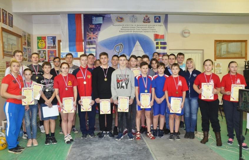 В Смоленске прошли соревнования по самбо и гиревому спорту