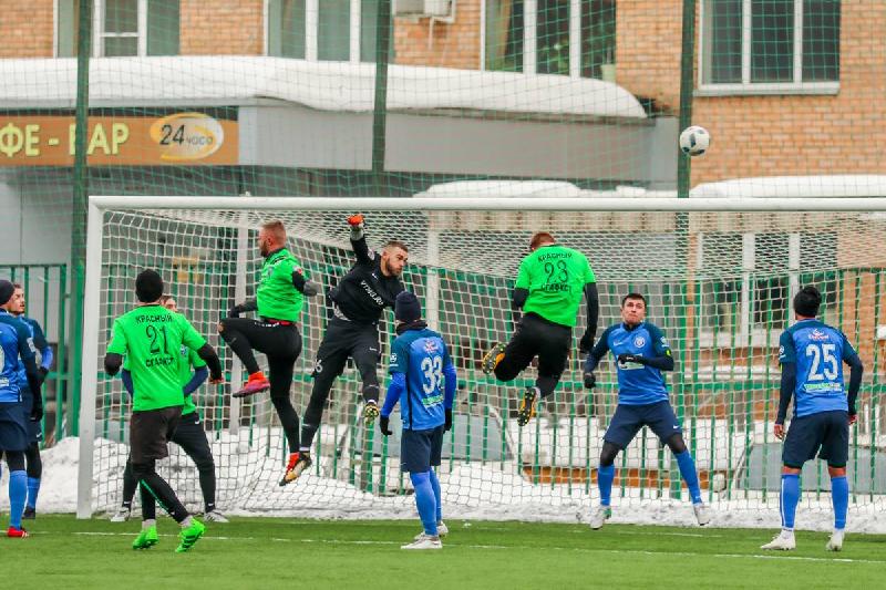 Футболисты смоленского клуба «Красный-СГАФКСТ» обыграли «Сатурн»
