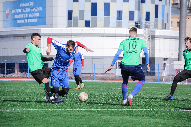 Футболисты «Красного» и сборной СГАФКСТ сыграли товарищеский матч