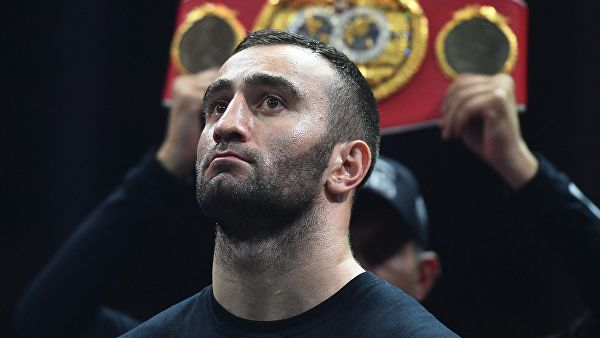 Боксер Гассиев определится с весовой категорией в апреле