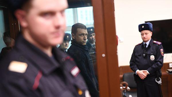 Поступил звонок: Кокорина и Мамаева эвакуируют из зала суда