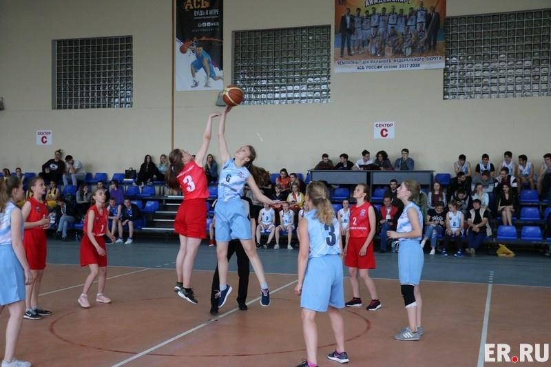 В Смоленске определился победитель баскетбольного чемпионата среди школьников