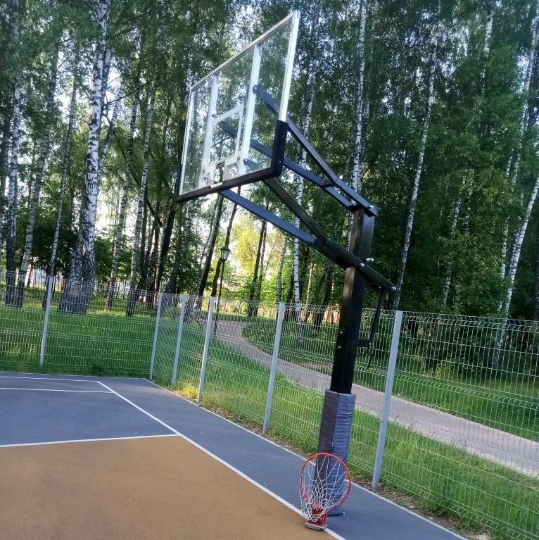 В новом парке Смоленска сломали спортобъект