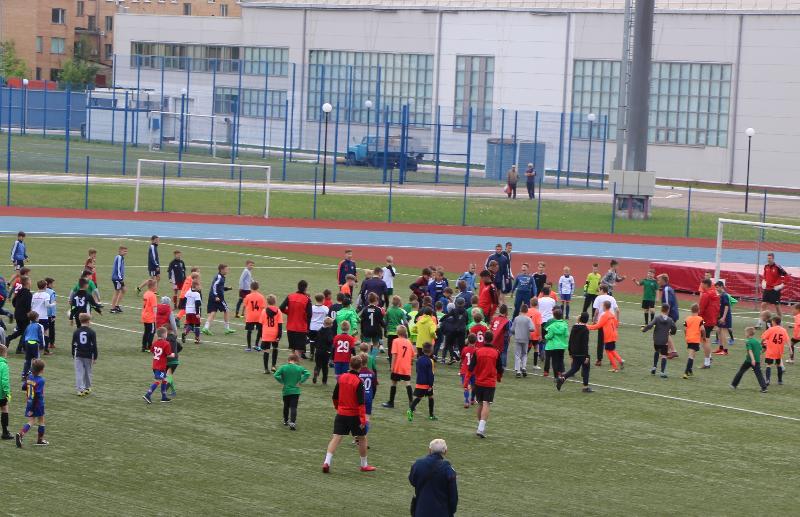 «Более ста игроков на поле». В Смоленске отметили День массового футбола