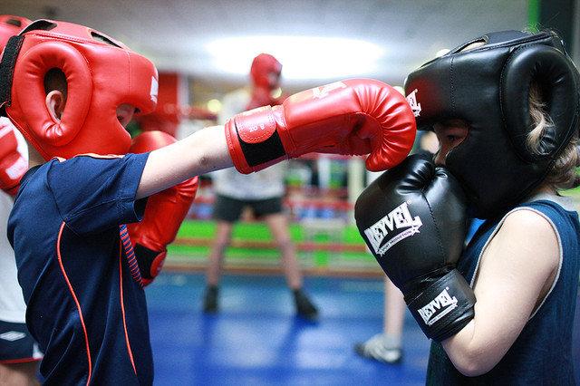 Как правильно купить боксерские перчатки и шлем? Отвечает интернет-магазин Sportvictory
