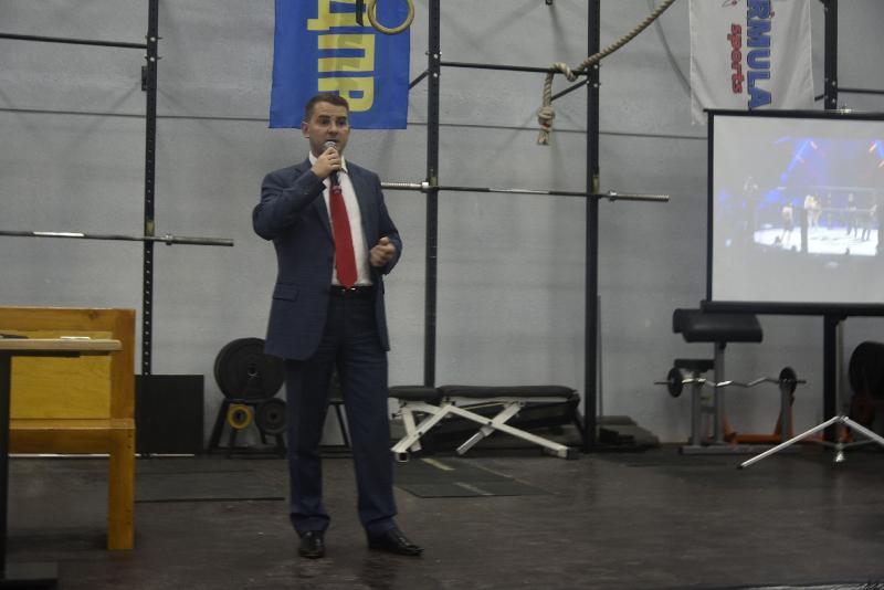 Ярослав Нилов организовал для юных смоленских спортсменов встречу с чемпионом мира ММА по версии OFS