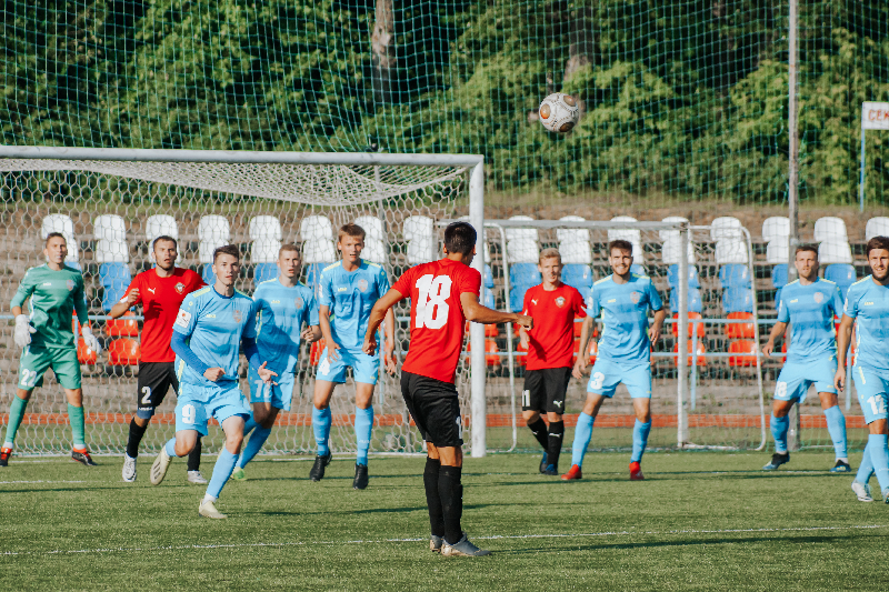 Футболисты «Смоленска» уступили в Великих Луках