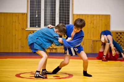 Юные спортсмены Смоленщины встретились с чемпионом мира по боевому самбо