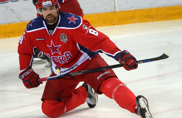 «Нефтехимик» подписал пробный контракт с хоккеистом Коротковым