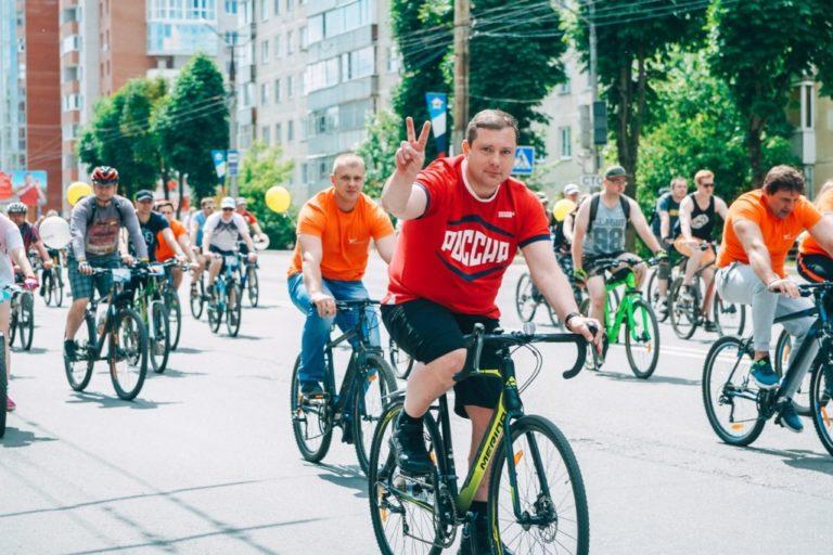 Алексей Островский примет участие в ночном велопараде в Смоленске