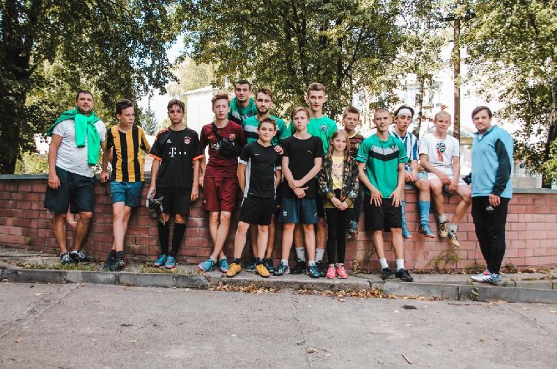 Смоленские футболисты навестили Шаталовский детский дом