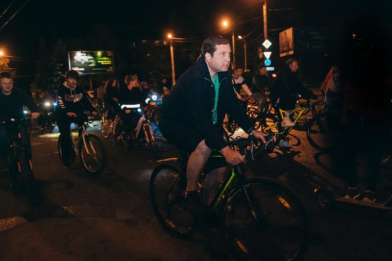 Губернатор Алексей Островский принял участие в «Ночном велопараде – 2019»