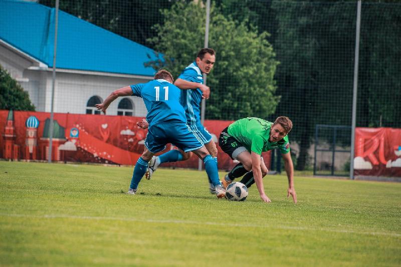 «Волки» потушили «Факел». Футболисты «Красного-СГАФКСТ» сохранили лидерство в чемпионате
