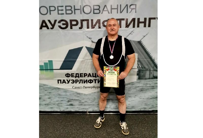 Смоленский силач привез медали из Санкт-Петербурга