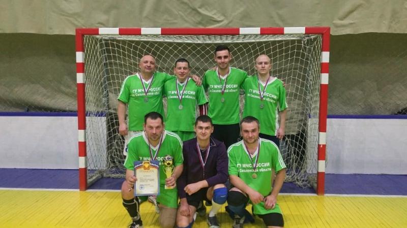 Смоленские спасатели стали серебряными призерами турнира по мини-футболу