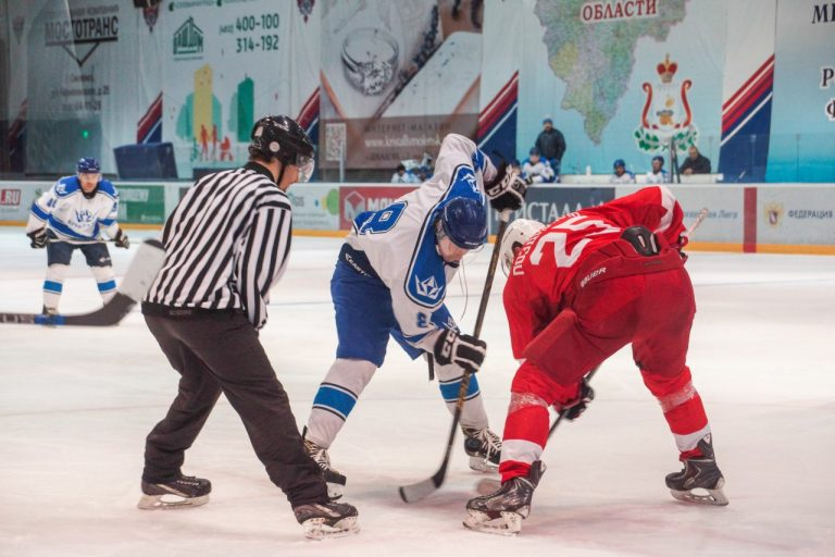 Команды «Монолит» и «СГАФКСТ» сразятся в рамках чемпионата Смоленской области по хоккею