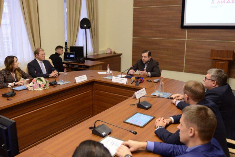 Алексей Островский поручил помочь с созданием нового скалодрома в Смоленске
