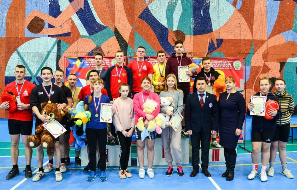 В Смоленске прошло первенство города по гиревому спорту