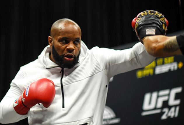 Бывший чемпион UFC Кормье рассказал о готовности Нурмагомедова «умереть за друзей»