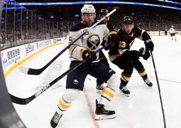 В НХЛ образовалась нехватка клюшек