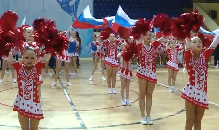 В Смоленске прошли состязания девушек-чирлидеров