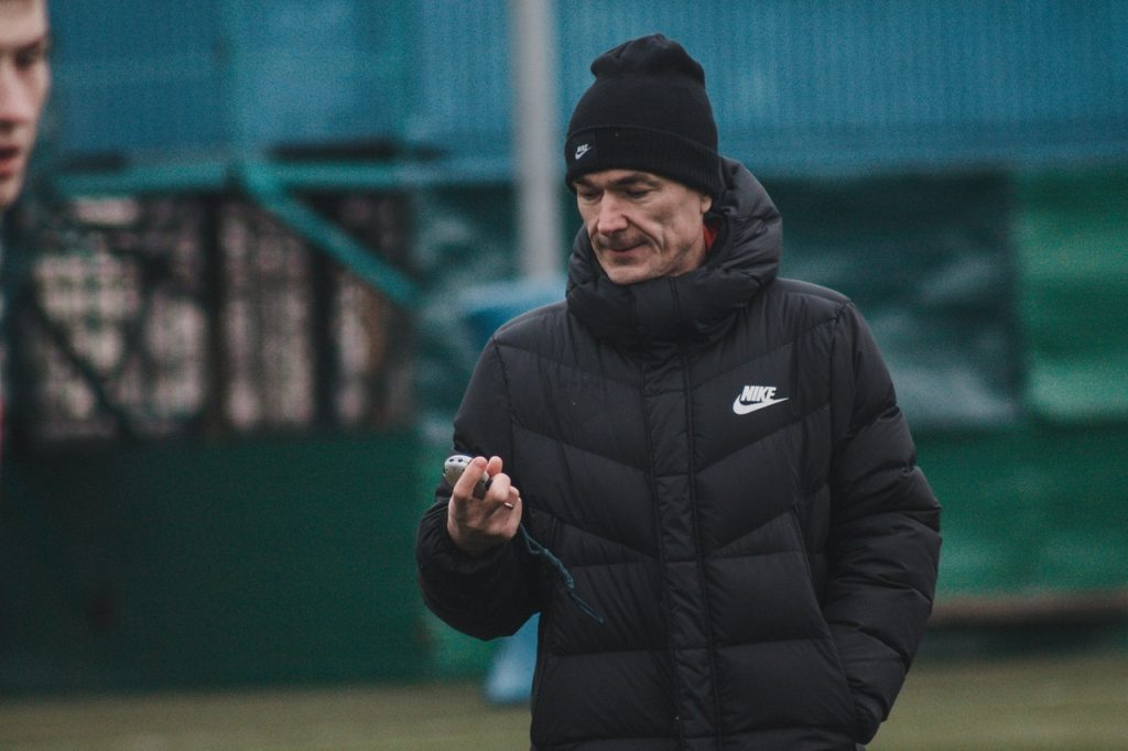 Смоленский футбольный клуб опроверг информацию об уходе главного тренера