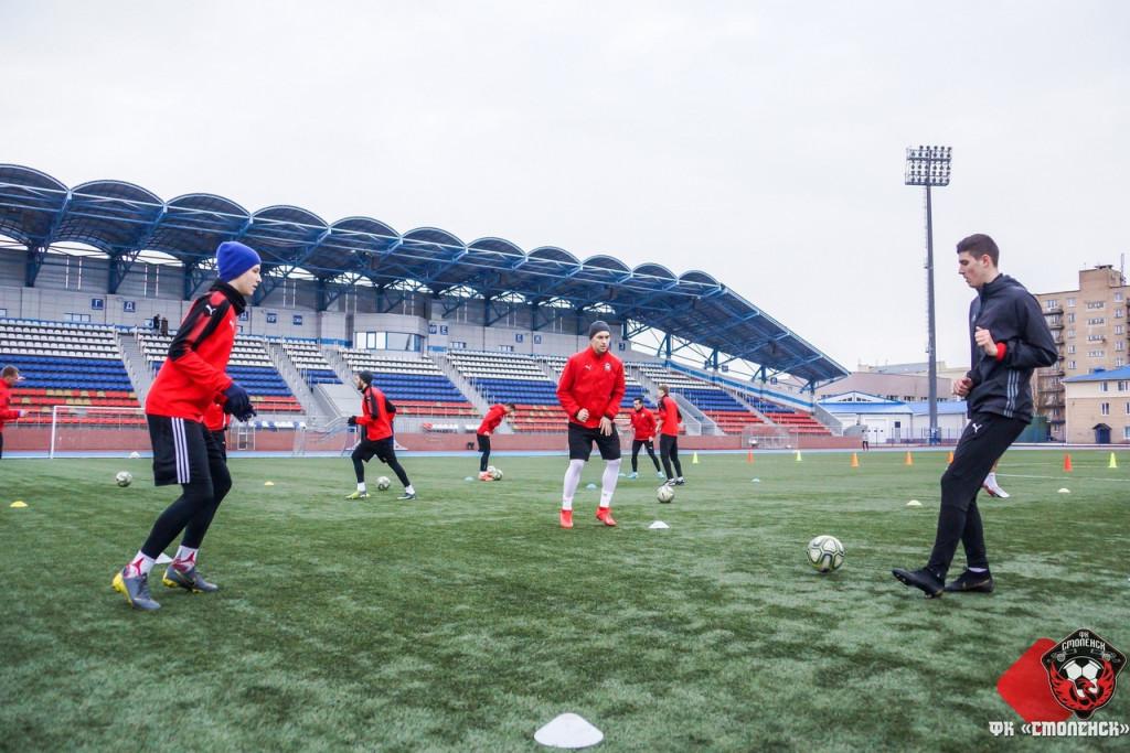 Смоленские футболисты уступили «Витебску»