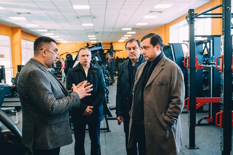 Губернатор Алексей Островский посетил новый физкультурно-оздоровительный комплекс в Смоленске