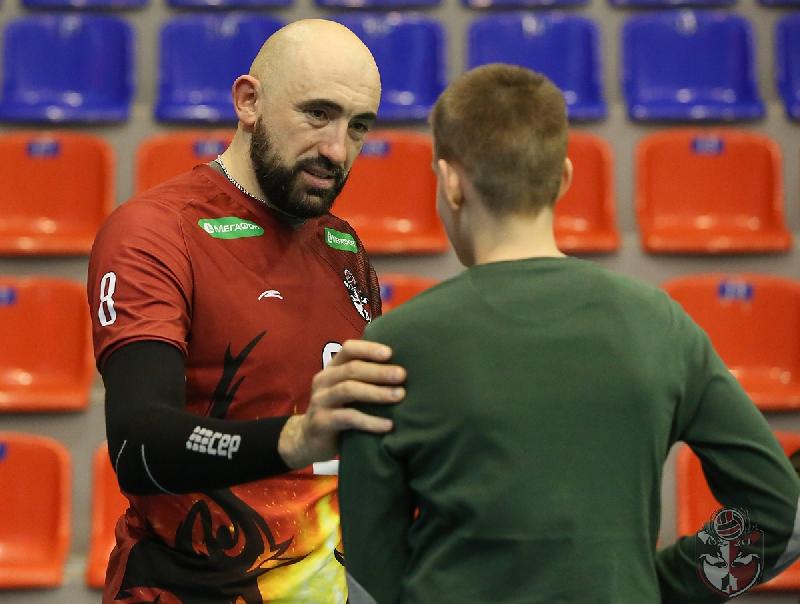 39-летний смоленский волейболист продолжит карьеру