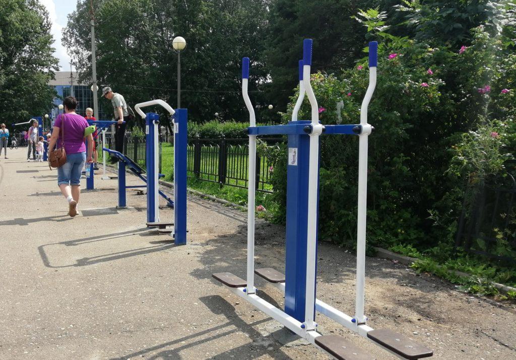 Возле Реадовского парка в Смоленске установили уличные тренажеры