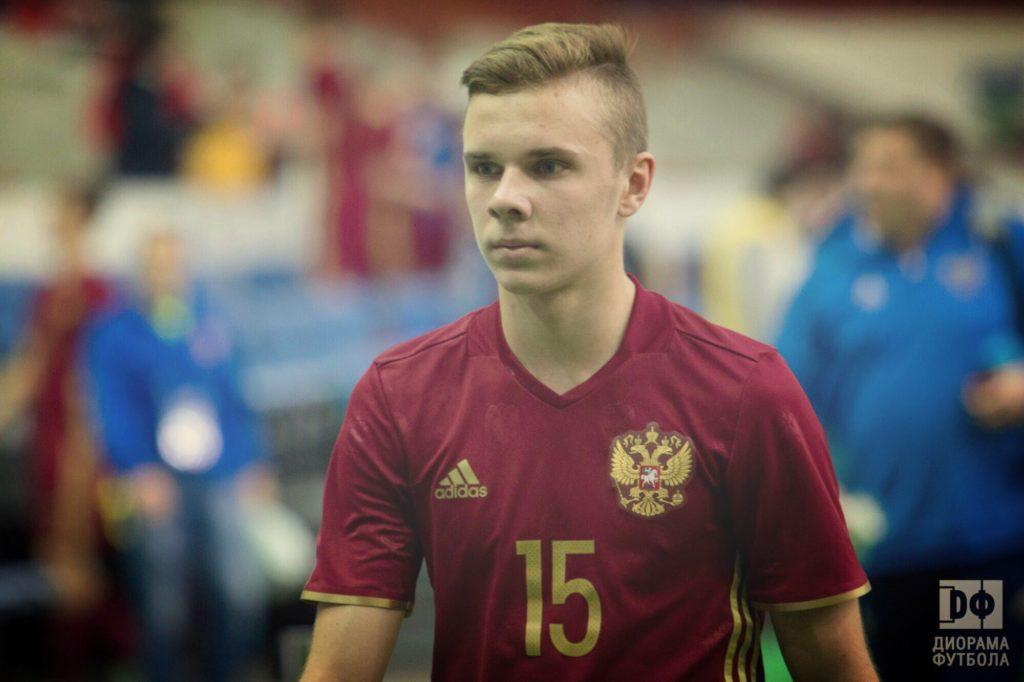 Смоленский футболист Максим Глушенков продолжит играть в Премьер-лиге