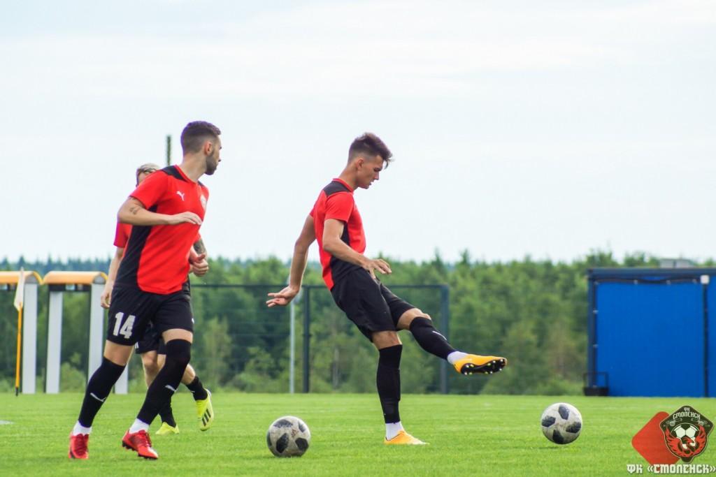 Большая группа футболистов покинула ФК «Смоленск» после первых тренировок