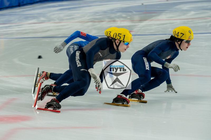 В «Полете». Трое смолян приступили к тренировкам со сборной России по шорт-треку