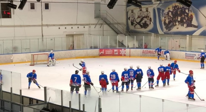 Юноши хоккейного смоленского клуба «Славутич» разгромно уступили в товарищеских матчах