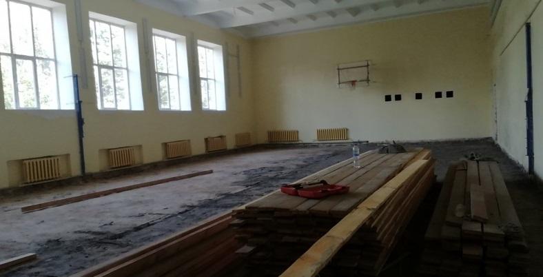 В Демидове ремонтируют школьный спортзал