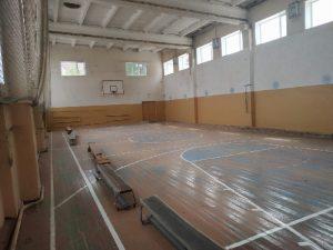 В смоленском райцентре ремонтируют спортзал