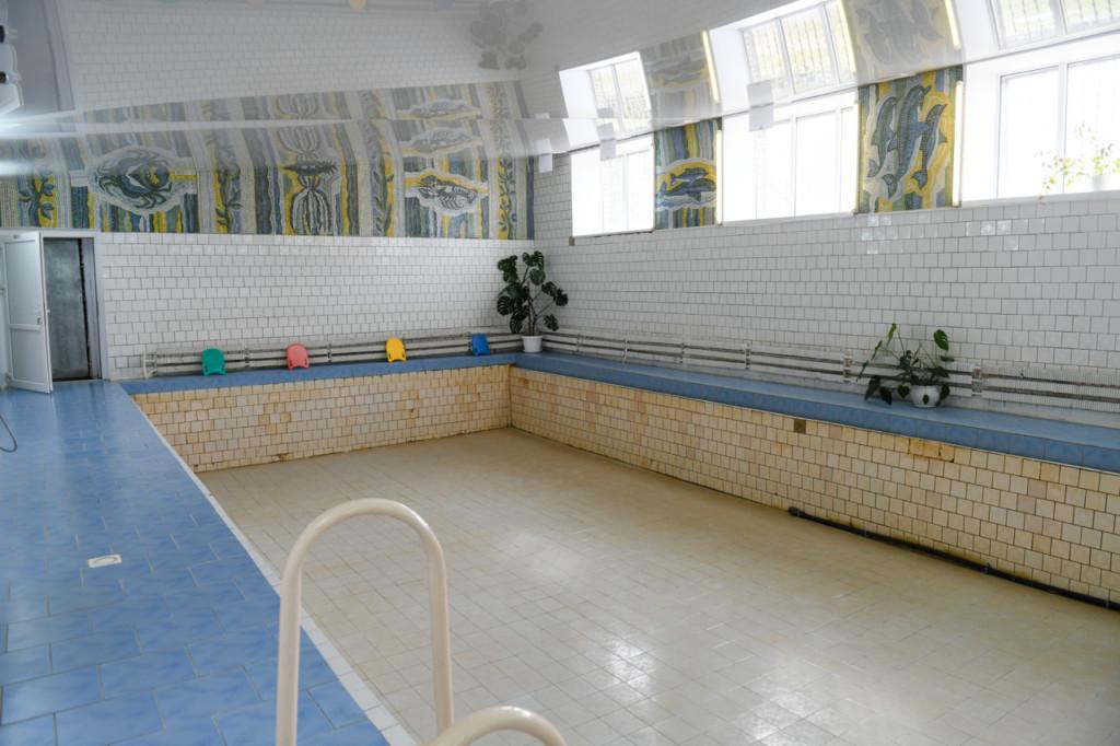 В Ярцевскую школу №8 на ремонт бассейна направят свыше 600 тысяч рублей