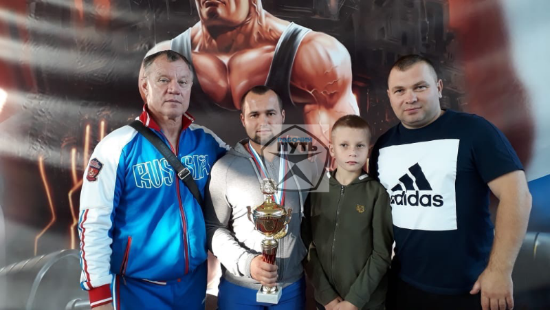 Смолянин выиграл чемпионат ЦФО по жиму штанги лежа