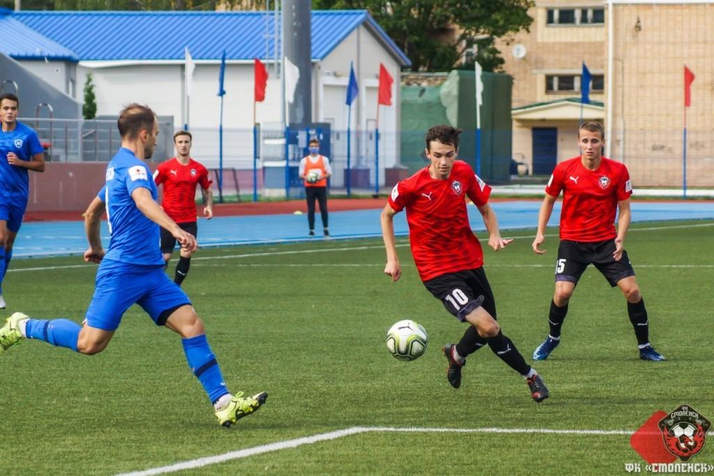 Смоленские футболисты крупно проиграли в Ленинградской области