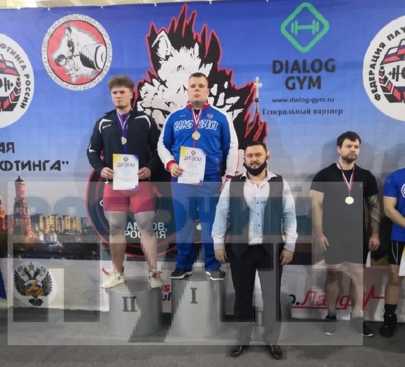 Смолянин выиграл два «золота» на первенстве вузов по пауэрлифтингу
