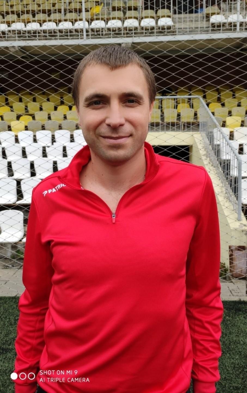Под Смоленском футболист набросился на арбитра