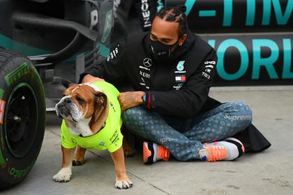 Хэмилтон стал победителем «Формулы-1» и сравнялся с Шумахером