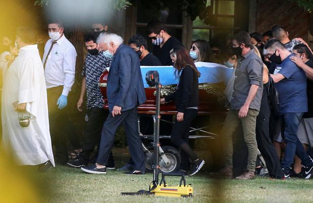 Источник: Марадона был похоронен на частном кладбище возле родителей