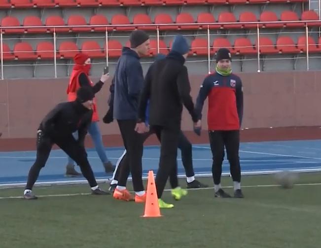 Смоленские активисты ОНФ потренировались с футболистами