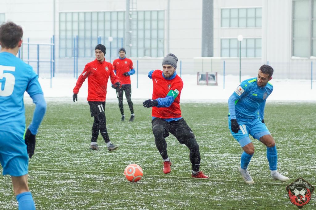 Смоленские футболисты начали год с крупной победы