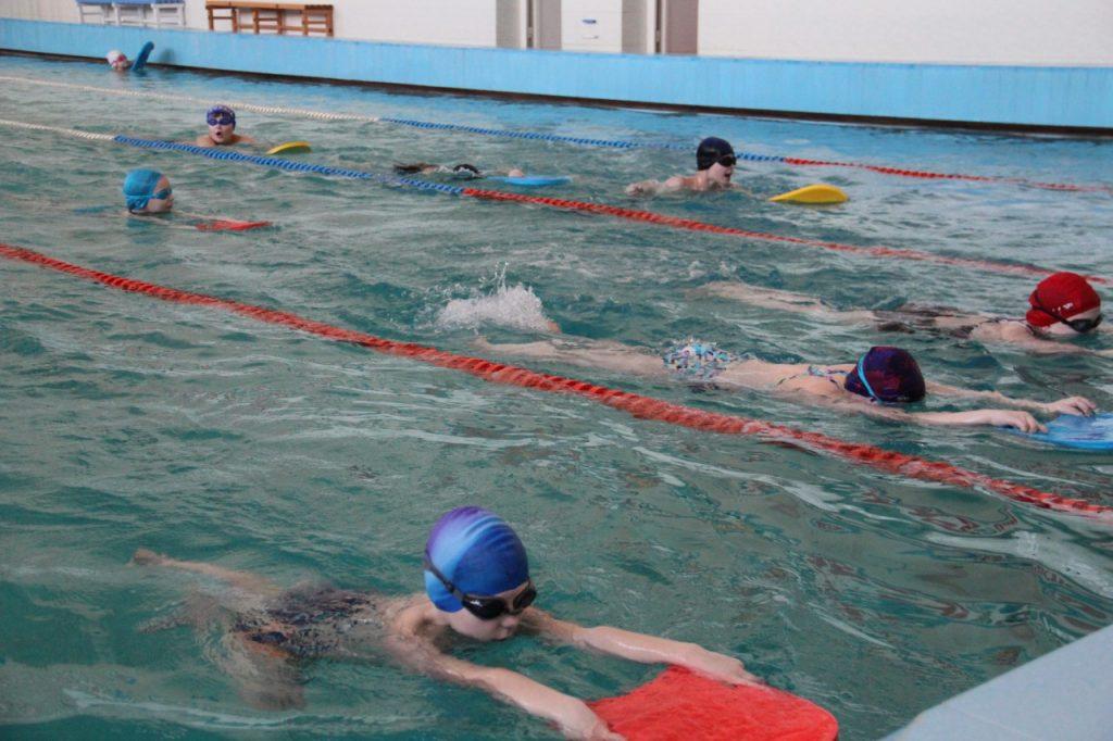 В кардымовской школе реконструируют бассейн